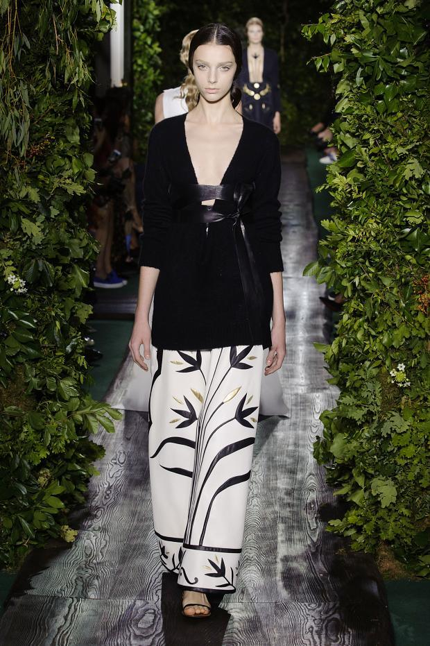Valentino Haute Couture F/W via Fashionising