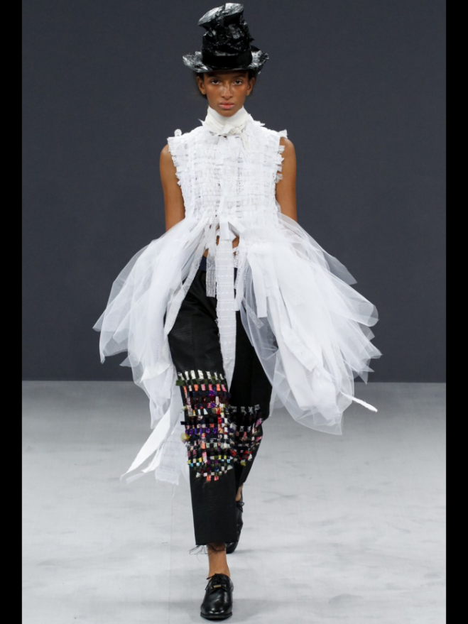 Viktor and Rolf Haute Couture Fall 2016, photo courtesy Vogue Runway app