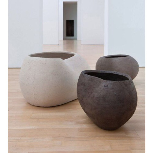 Atelier Vierkant Garden Pot: see more from the product range at AtelierVierkant.be