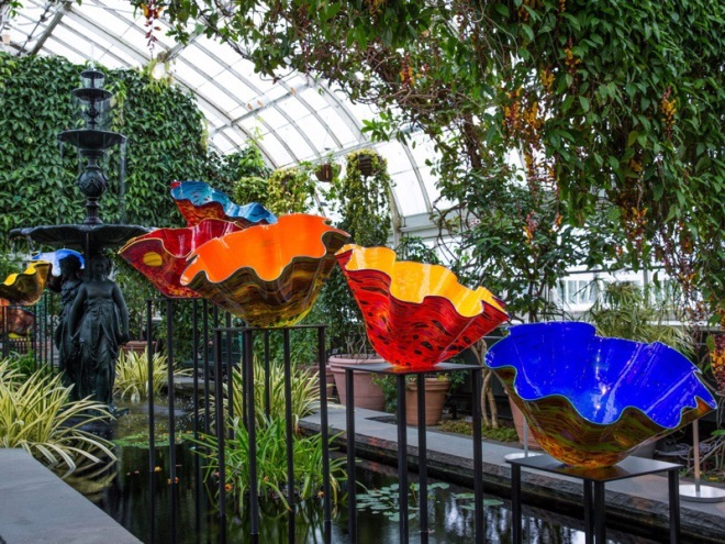 Dale Chihuly, Macchia Forest, 2017, The New York Botanical Garden. © Chihuly Studio.