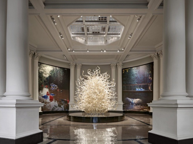 Dale Chihuly, Palazzo Ducale Tower, 1996, 13½ x 8 x 7½', The New York Botanical Garden, installed 2017. © Chihuly Studio. Photograph by Robert Benson.