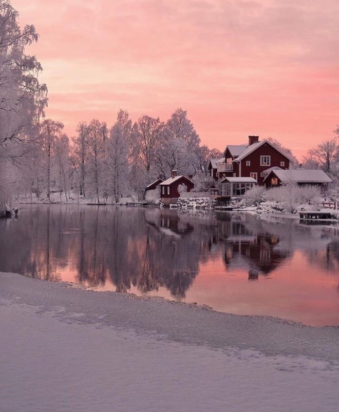 Image from Instagram @beautifuldestinations: Winter wonderland in Sweden (photographer: Instagram @mariaanderhell)
